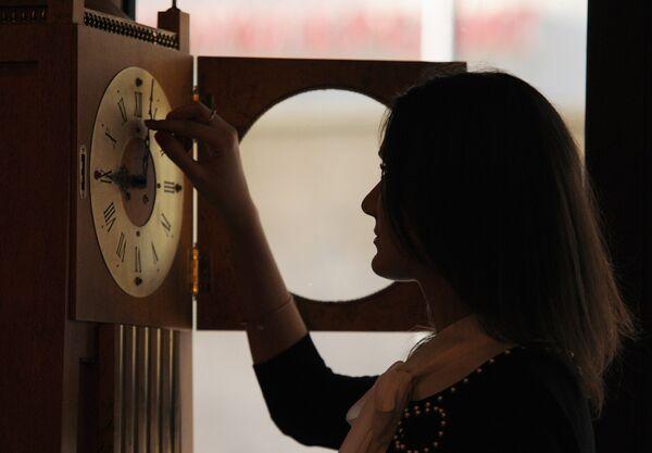 Rusia renuncia al cambio de hora en invierno - Sputnik Mundo