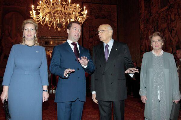Dmitri y Svetlana Medvédev se reúnen con la pareja presidencial de Italia - Sputnik Mundo