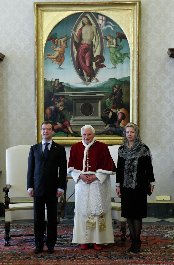 Dmitri Medvédev se reúne con el pontífice y con Silvio Berlusconi - Sputnik Mundo