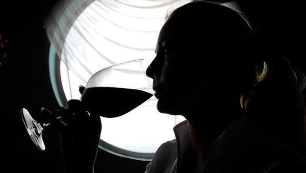 Consumo excesivo de alcohol antes del primer embarazo aumenta el riesgo del cáncer de mama - Sputnik Mundo