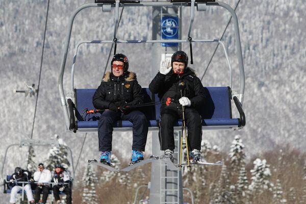 Medvédev y Putin en la estación de esquí alpino Rosa Jútor   - Sputnik Mundo