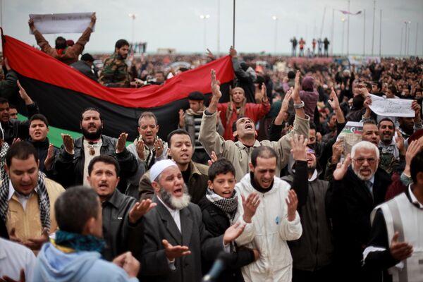 Las protestas masivas contra el régimen gobernante de Muamar Gadafi  - Sputnik Mundo