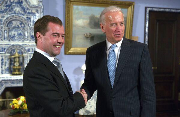 El presidente ruso, Dmitri Medvédev, sostuvo hoy conversaciones con el vicepresidente de EEUU, Joe Biden - Sputnik Mundo