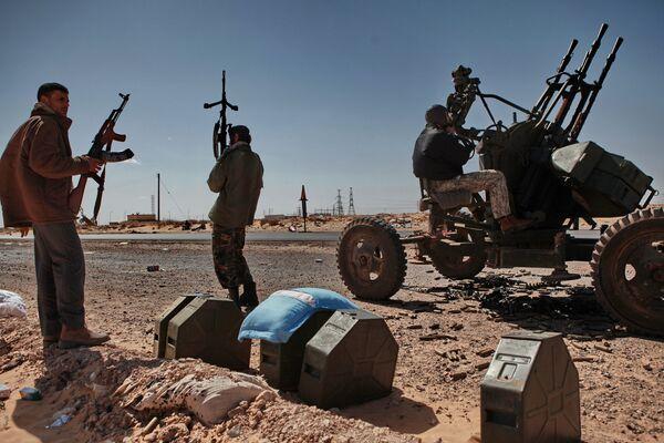 Desde el 15 de febrero en Libia se desarrollan manifestaciones cuyos participantes exigen la retirada de Muamar Gadafi, que lleva en el poder  durante más de 40 años. - Sputnik Mundo