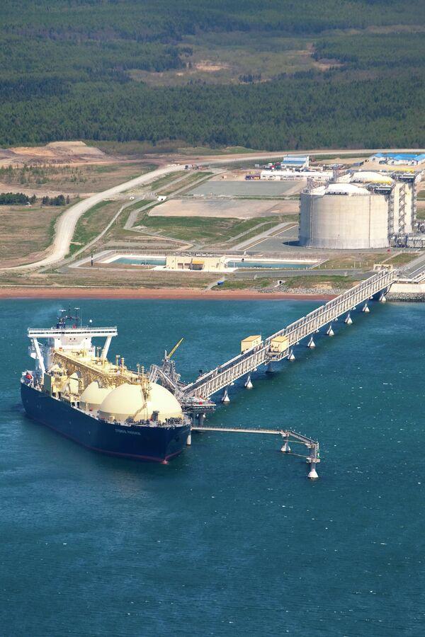 Rusia suministrará  200.000 toneladas de gas natural licuado a Japón entre abril y mayo - Sputnik Mundo
