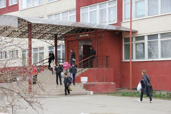 Más del 80% de los rusos apoyan la idea de someter a pruebas antidroga a los escolares - Sputnik Mundo