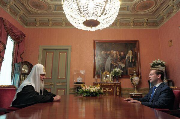 El presidente de Rusia visita al jerarca de la Iglesia Ortodoxa Rusa - Sputnik Mundo