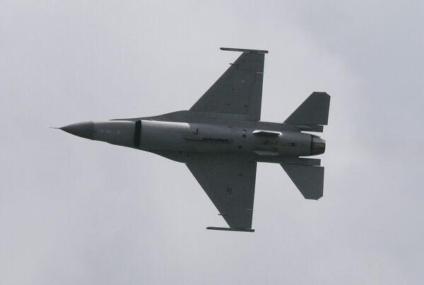Venezuela traspasó a Irán un caza F-16 según prensa - Sputnik Mundo