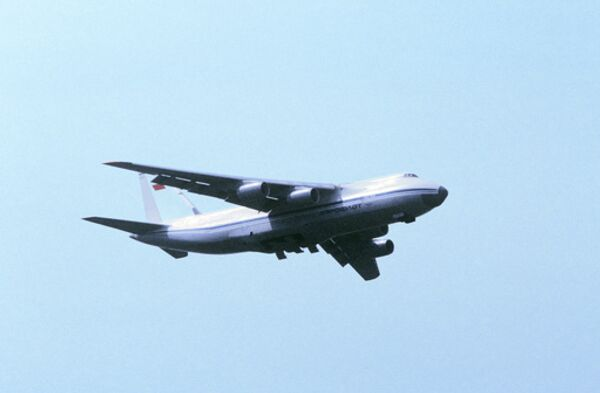 Rusia y Ucrania crearán una empresa para producir aviones de transporte Antonov An-124 - Sputnik Mundo