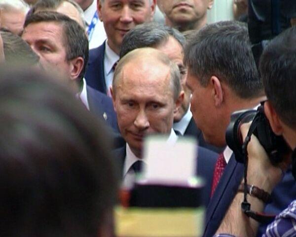 Vladimir Putin visita el Salón Aeronáutico de Le Bourget - Sputnik Mundo
