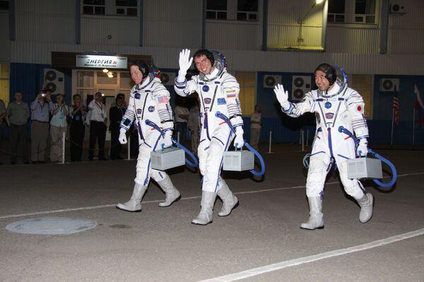 Cosmonautas descubren la segunda antena del microsatélite Kedr dentro del mismo aparato - Sputnik Mundo