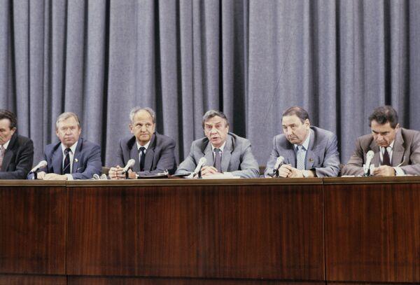 Los hombres del golpe contra Mijaíl Gorbachov - Sputnik Mundo