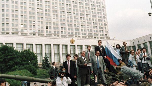 A dónde llegó Rusia 20 años después de la intentona golpista en la URSS - Sputnik Mundo