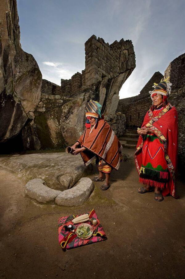 Curaca andino en ceremonia del pago al agua. Machupicchu, Peru - Sputnik Mundo