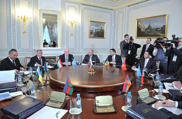 Primeros ministros de la CEI firman convenio sobre la zona de libre comercio - Sputnik Mundo