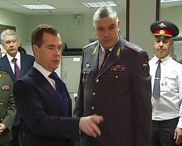 Medvédev supervisó cómo trabaja la policía el Día de su Aniversario - Sputnik Mundo