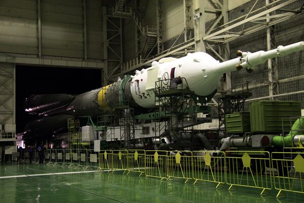 El lanzador Soyuz FG con la nave pilotada Soyuz TMA-22 - Sputnik Mundo