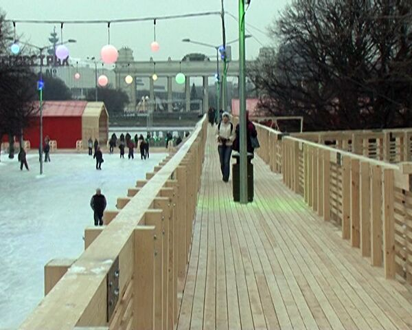 La pista de hielo más grande de Europa abierta en el Parque Gorki de Moscú  - Sputnik Mundo