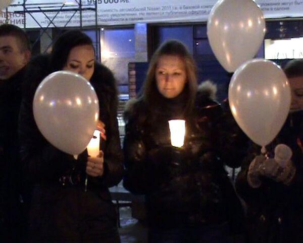 Decenas de globos blancos conmemoran a las víctimas de sida - Sputnik Mundo