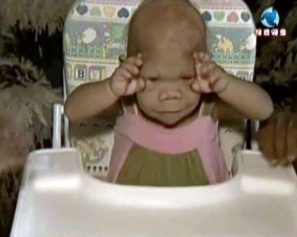En Brasil vive una mujer de 30 años con apariencia de bebé  - Sputnik Mundo