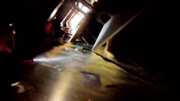 Buzos inspeccionan recintos del crucero Costa Concordia - Sputnik Mundo