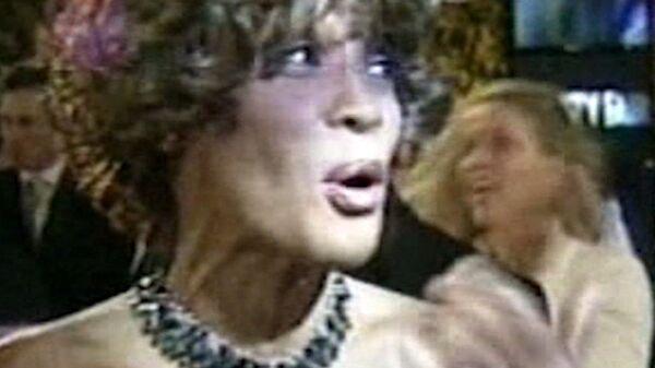 Antes de su muerte, Houston se rió y cantó en una fiesta con motivo del Grammy - Sputnik Mundo