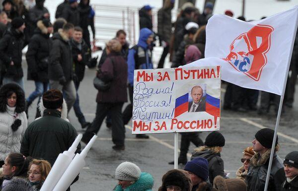 """""""Nuestro voto para Putin"""" es tónica de pancartas en marcha de miles de manifestantes en Moscú - Sputnik Mundo"""