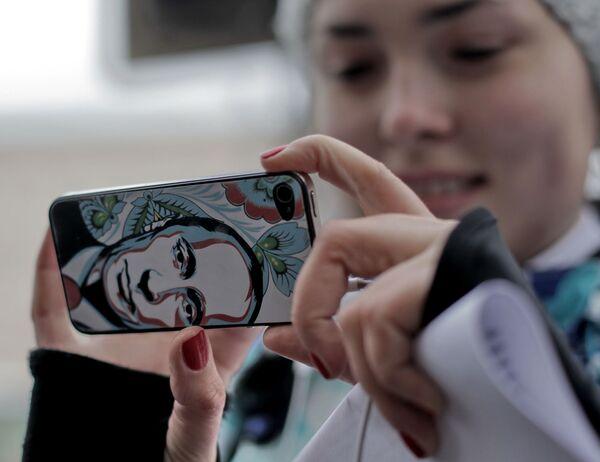"""Apple estrena una aplicación para las preguntas a Putin durante su """"línea directa"""" - Sputnik Mundo"""