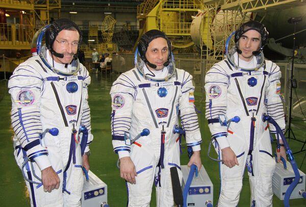 Módulo de descenso con tres ex tripulantes de la ISS toca tierra sin incidentes - Sputnik Mundo