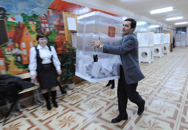 Ministro ruso de Comunicaciones destaca buen funcionamiento de cámaras web en las presidenciales - Sputnik Mundo