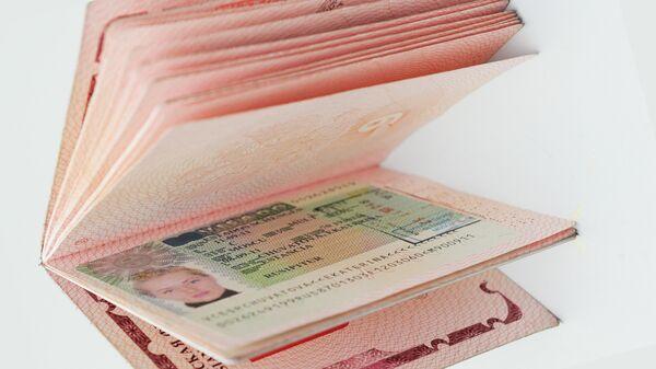Испанская виза в паспорте гражданина РФ - Sputnik Mundo