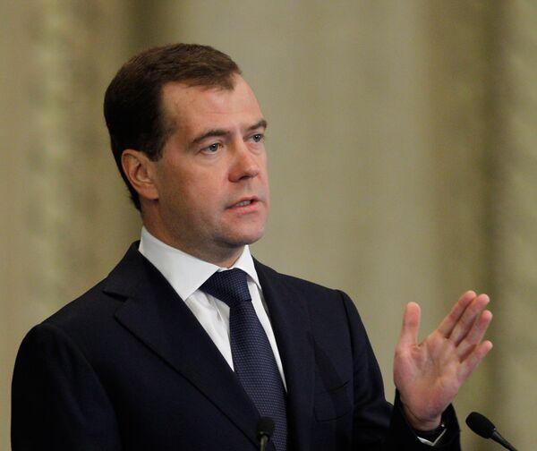 Medvédev rechaza veredicto de comisión de indulto de Rusia - Sputnik Mundo