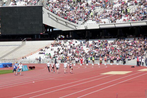 Carreras de caridad en el estadio olímpico de Londres - Sputnik Mundo