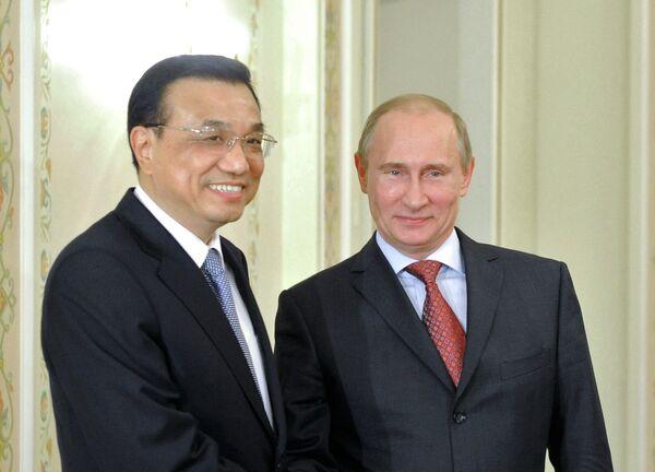 Li Keqiang y Vladímir Putin - Sputnik Mundo