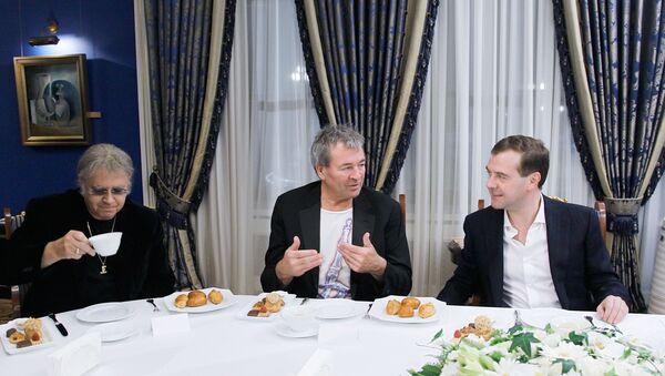 El encuentro de Dmitri Medvedev con Deep Purple - Sputnik Mundo