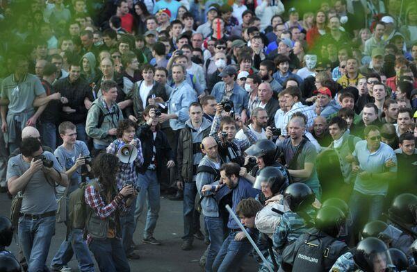 La nueva ley sobre mítines divide a la sociedad rusa - Sputnik Mundo