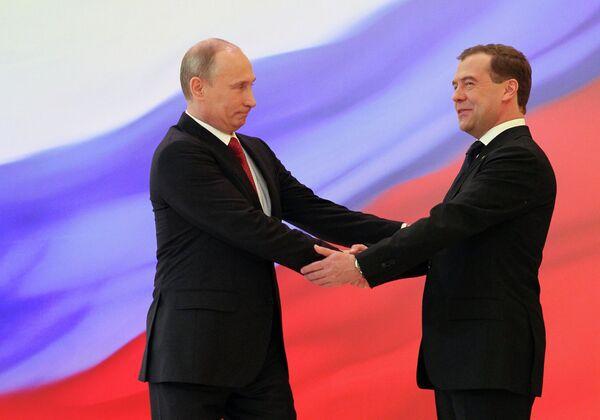 Vladímir Putin y Dmitri Medvédev - Sputnik Mundo