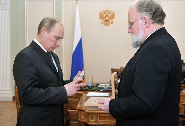 Putin recibe carnet de presidente de Rusia - Sputnik Mundo