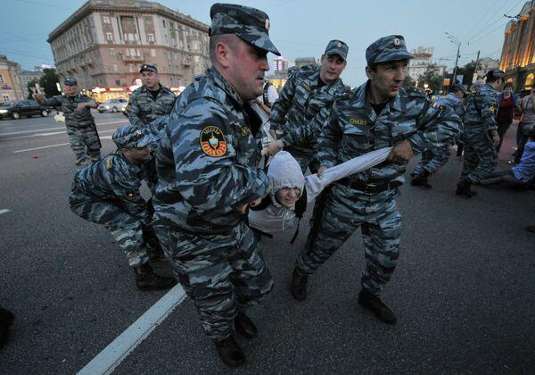 Policía detiene a participantes de nueva acampada opositora en Moscú - Sputnik Mundo
