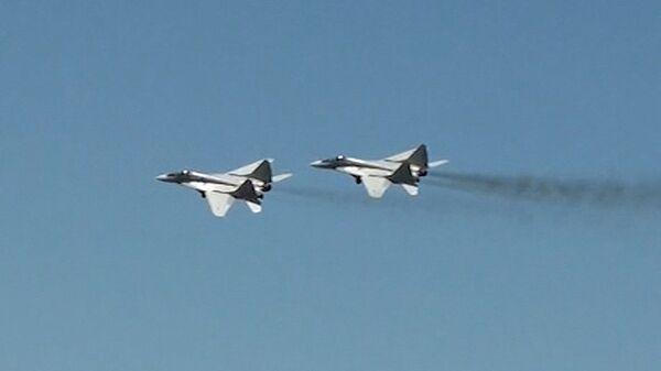 Cazas rusos Su-27 y MiG-29 simulan vuelos de combate en república rusa de Ingushetia - Sputnik Mundo