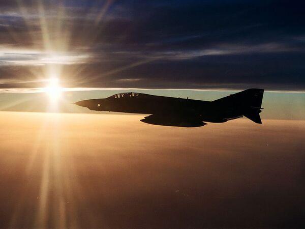 Militares de Turquía empiezan a cuestionar el derribo del RF-4E Phantom por Siria - Sputnik Mundo