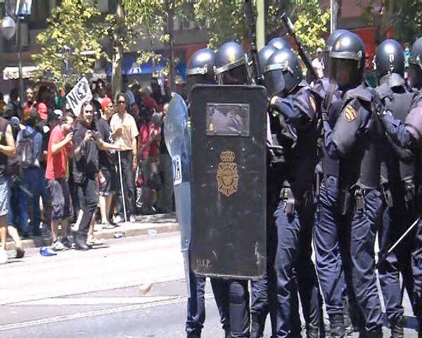 Mineros atacan a la policía con piedras y petardos en España - Sputnik Mundo