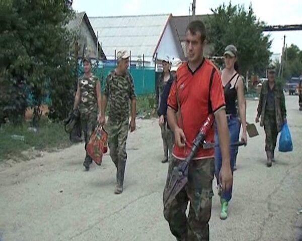 Voluntarios ayudan a los damnificados por inundación en Krimsk - Sputnik Mundo