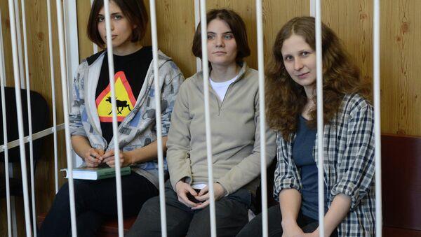Заседание суда в отношении участниц панк-группы Pussy Riot - Sputnik Mundo