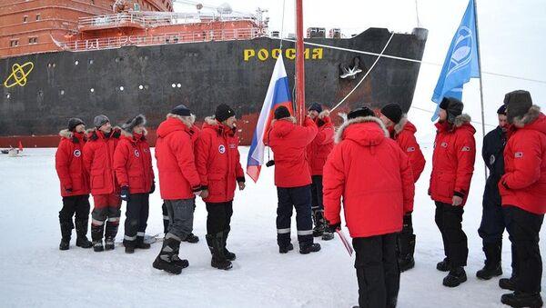 La estación rusa Polo Norte 40 se abre en el Ártico - Sputnik Mundo