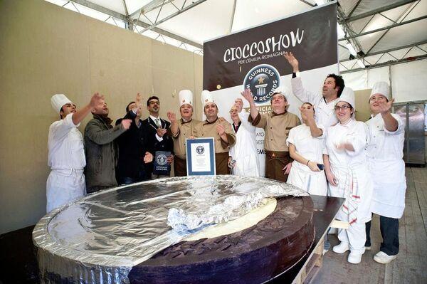 Moneda de chocolate de 640 kilogramos entra en el Libro de Récords Guinness - Sputnik Mundo