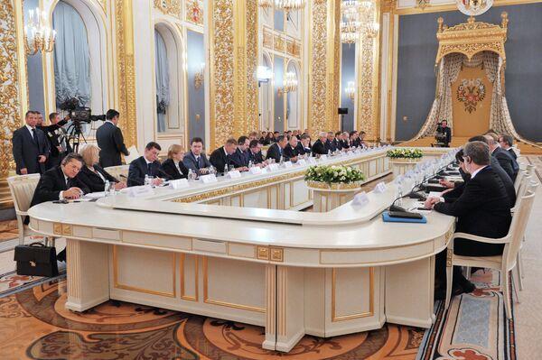Rusia interesada en aumentar el capital y la tecnología alemana en el país según Putin - Sputnik Mundo