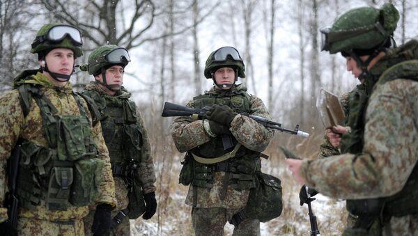 Soldados en el equipo de combate Rátnik - Sputnik Mundo
