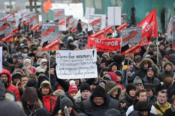 "La marcha contra la ""ley Dima Yákovlev"" reúne a miles de participantes - Sputnik Mundo"