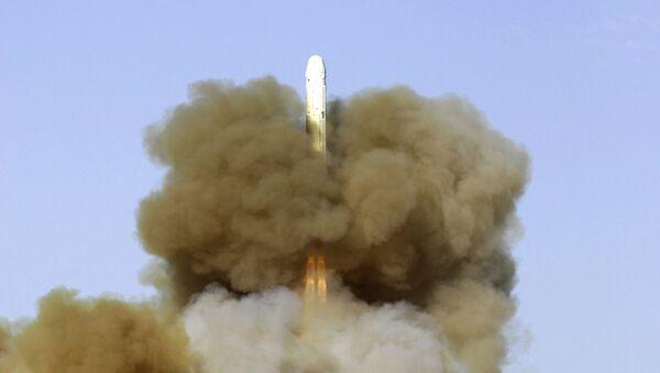 El propulsor ruso Rokot pondrá en órbita tres satélites militares - Sputnik Mundo